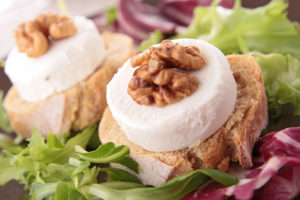 bread with goat cheese and walnut